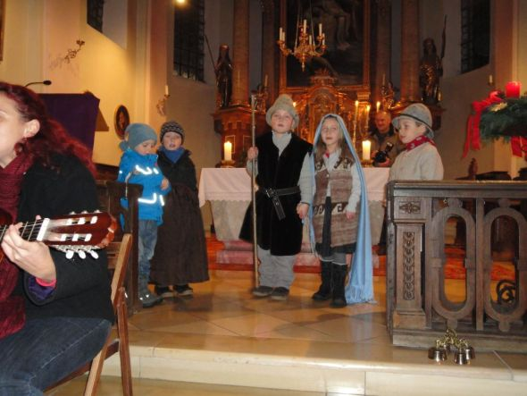 12 12 kinderhaus adventsfeier 2 590